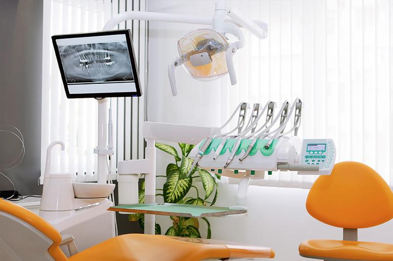 Dentist in Tarzana